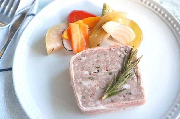 茨城産弓豚のパテドカンパーニュ 三浦野菜のピクルス添え